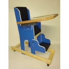 Cadeirao em Madeira com Mesa